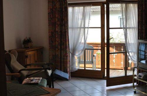 shtory_dlya_balkonnoj_dveri_02