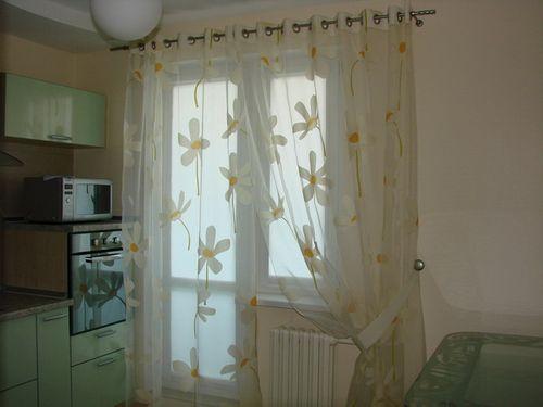 shtory_dlya_kuxni_s_balkonom_07