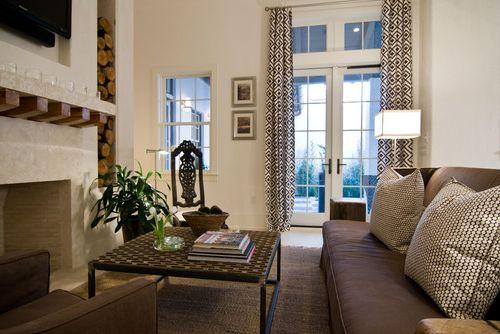 Шторы в гостиную с балконной дверью