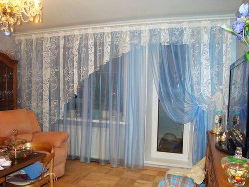 sovremennye_shtory_dlya_zala_s_balkonom_03