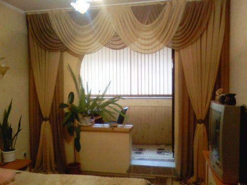 sovremennye_shtory_dlya_zala_s_balkonom_10