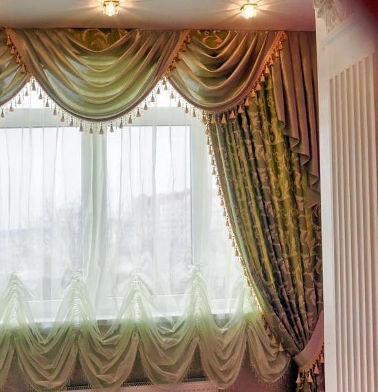 Австрийские шторы в современной квартире