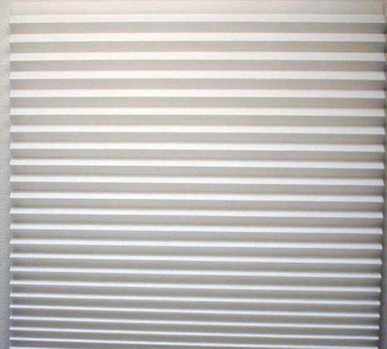 Бумажные жалюзи на окне