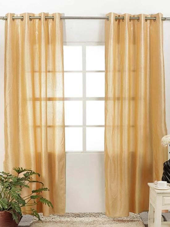 Персиковые шторы в гостиной