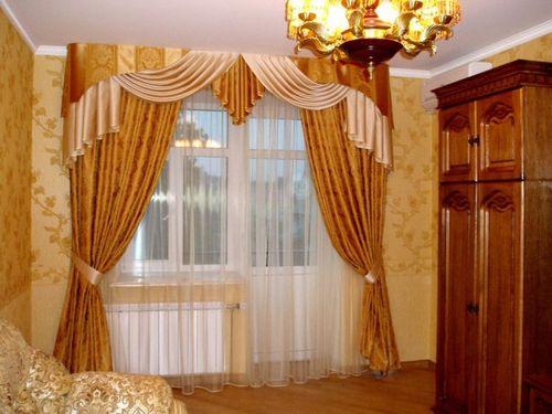 Золотые шторы в иттерьере