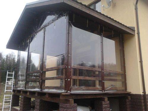 Выбираем прозрачные шторы для веранды