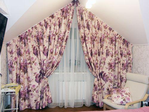 Красивые шторы в мансарде