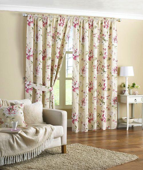 шторы в цветочек в интерьере фото
