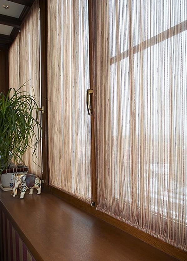 Оформление окна на балконе фото..