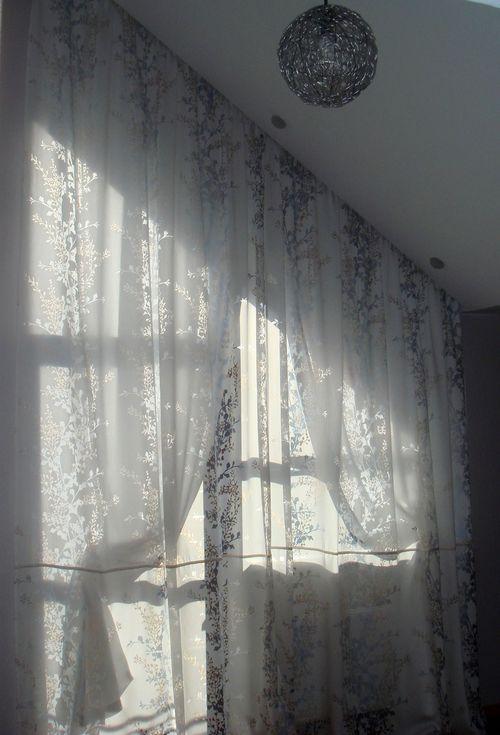 shtory_na_skoshennye_okna_02