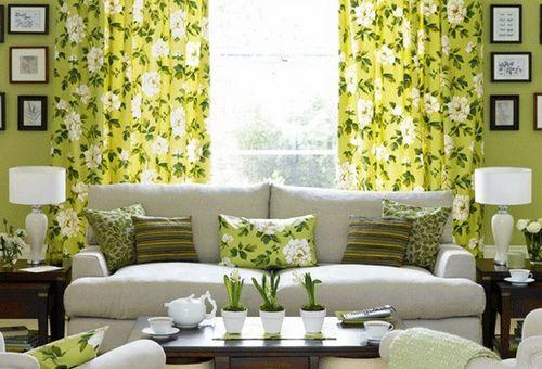 Какого цвета шторы на кухне с зелеными обоями